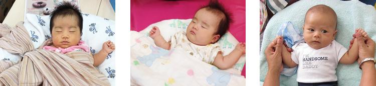 授乳クッションですやすや眠る赤ちゃんたち